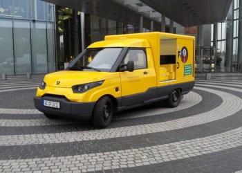 Køn er den ikke, men det var Postmand Pers bil heller ikke, og den her kører til gengæld på el.