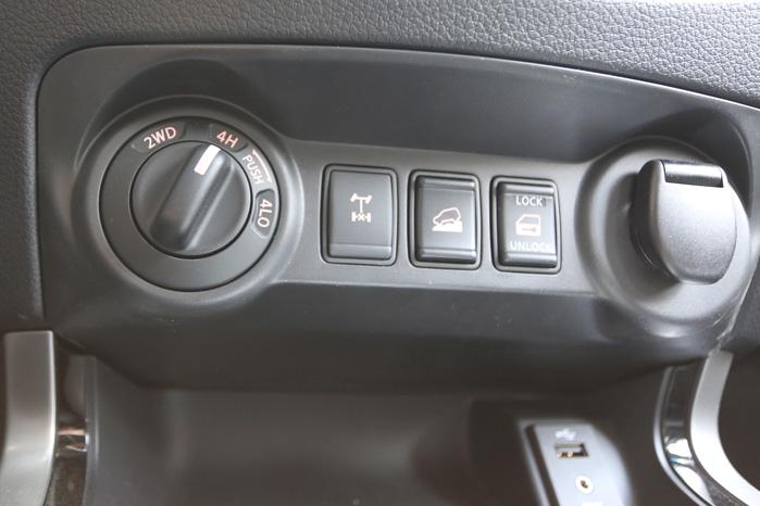 4WD aktiveres ved hastigheder på op til 100 km/t. Lavgearet kræver frigear