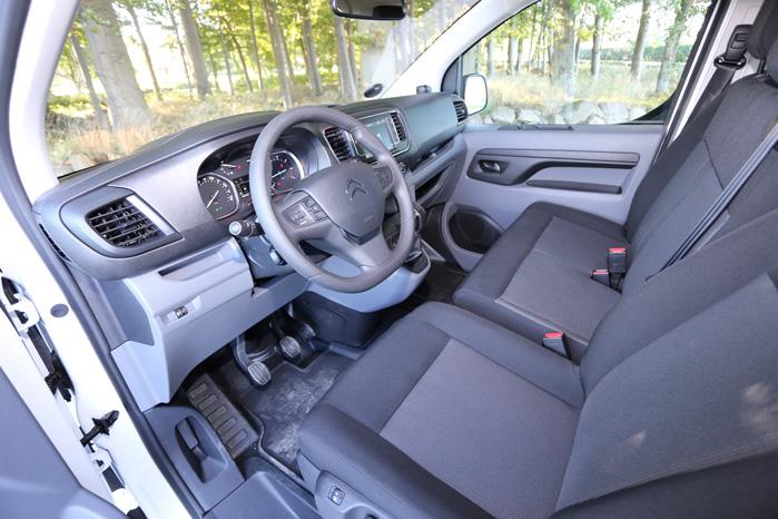 Den kompakte fornemmelse er intakt i kabinen, men der er masser af plads