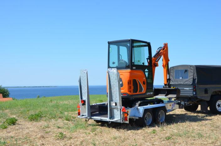 Den 2-akslede maskintrailer GH1054BT er populær hos entreprenører.
