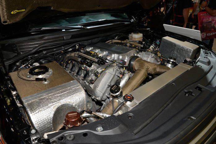 Motoren er Toyotas egen 5,7-liters V8'er, men der er sket meget med motoren, for at den kan yde 2.000 hk.