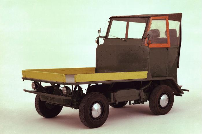 VW-fabrikens køretøj til intern transport var en ombygget 'Folkevognsboble', hvor karrosseriet var skrællet af. Et lad var placeret oven på hækmotoren, og føreren stod lige over forakslen og styrede vognen