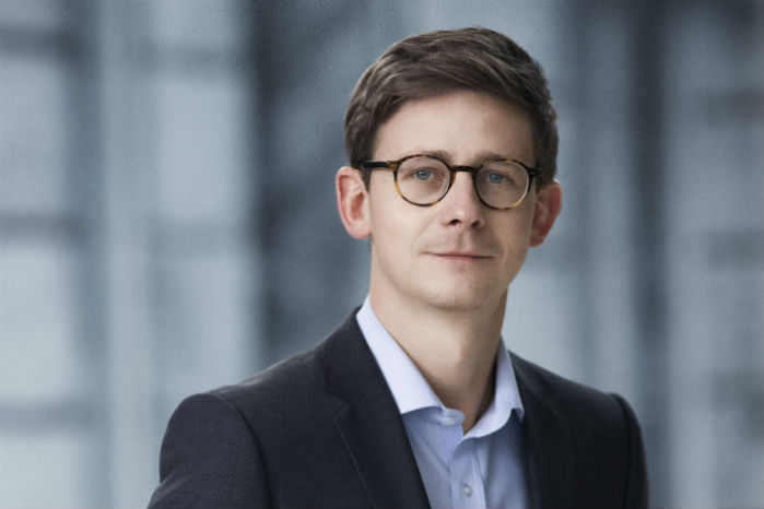 Skatteminister Karsten Lauritzen (V) indrømmer, at elbilsaget blev bremset mere op end forventet