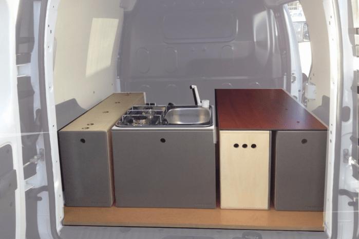 Kittet indeholder bl.a. vask, komfur, opbevaring og bordplade