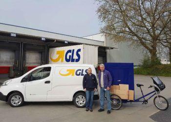 GLS er et eksempel på et kurerfirma, der tager el-drevne køretøjer ind i flåden. I Dortmund har virksomheden anskaffet sig en Nissan e-NV200 og en eldrevet budcykel. Foto: GLS