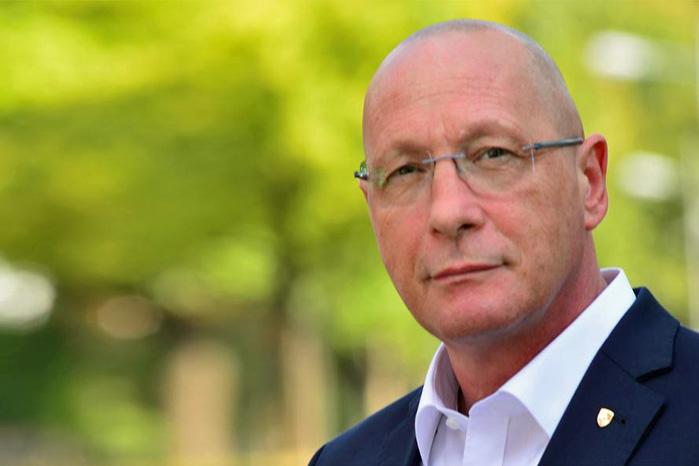 Bestyrelsesformand i Porsche, Uwe Hueck, er rasende på Audis ledelse og kræver dem suspenderet