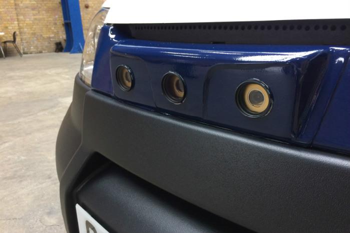 Tre kameraer er placeret i fronten