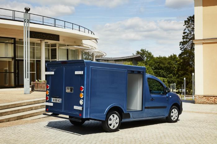 Med sine 6 kubikmeters varekasse er bilen mere rummelig end den mindste Renault Trafic
