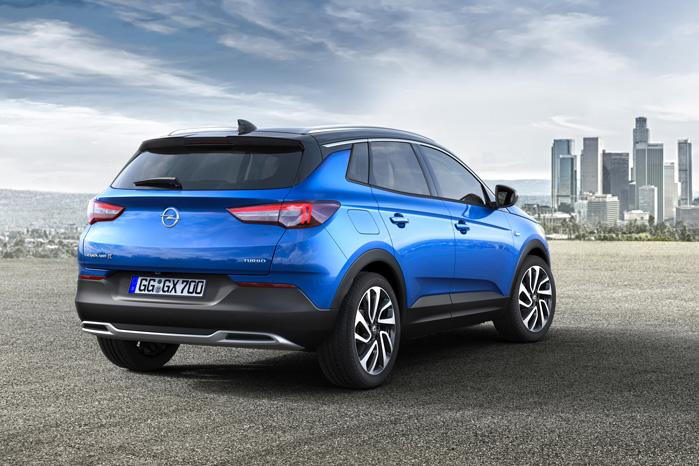 Bagfra passer både størrelse og look med Opel Astra
