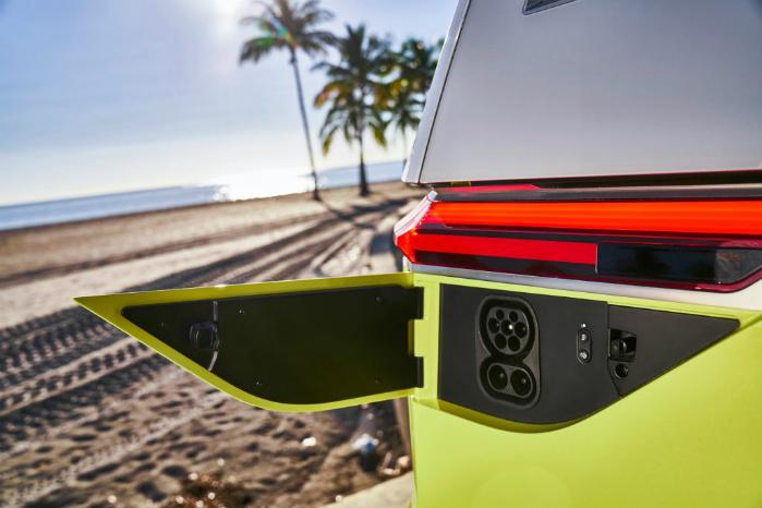 Her oplades batteriet, der er på 111 kWh, som i følge VW skulle give en rækkevidde på op mod 600 km