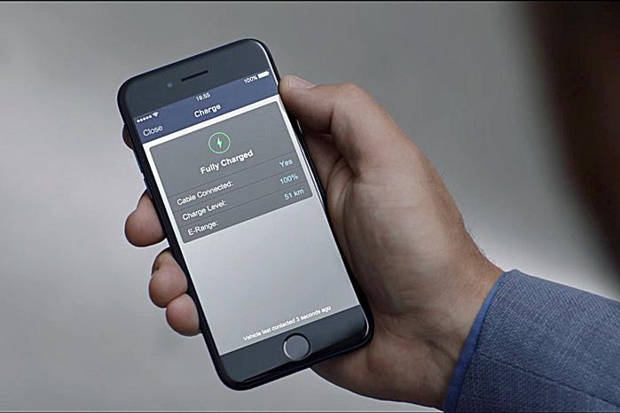 Låse, ladetilstand, klimaanlæg og infotainment-system kan selvfølgelig styres og overvåges fra telefonen