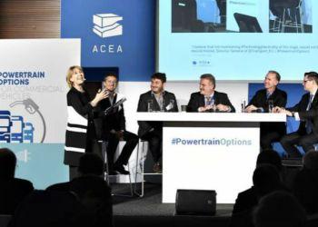 Ledende ACEA-repræsentanter drøftede fremtidens miljøteknologi til lette kommercielle køretøjer med ca. 235 inviterede deltagere