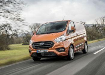 Den faceliftede Ford Transit Custom bliver den første varebil med intelligent fartpilot