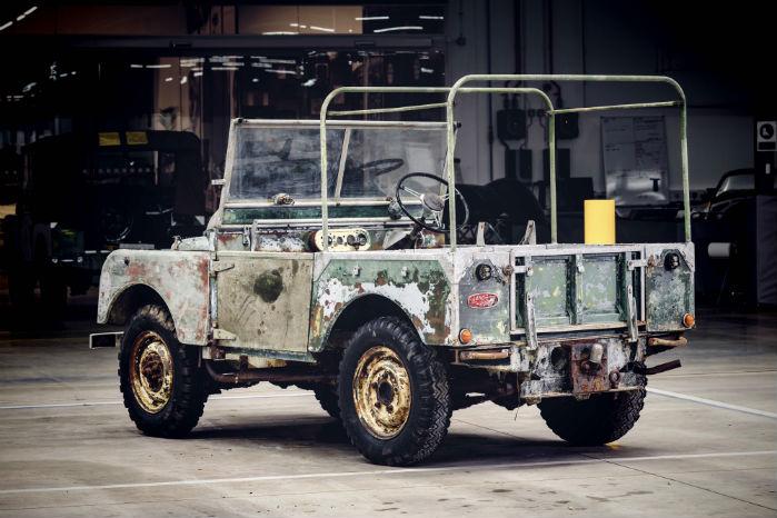 Prototypen blev bygget i 1948 med rattet i venstre side. Samme år blev rattet flyttet over i højre side