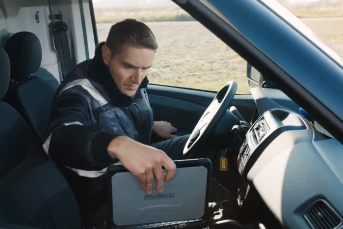 Panasonic Toughbook CF-20 kan monteres fast i kabinen ved hjælp af en  dokkingstation