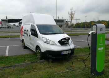 Den ene af MMK Frachtdienstes to el-varebiler skal køre for kurérvirksomheden DPD