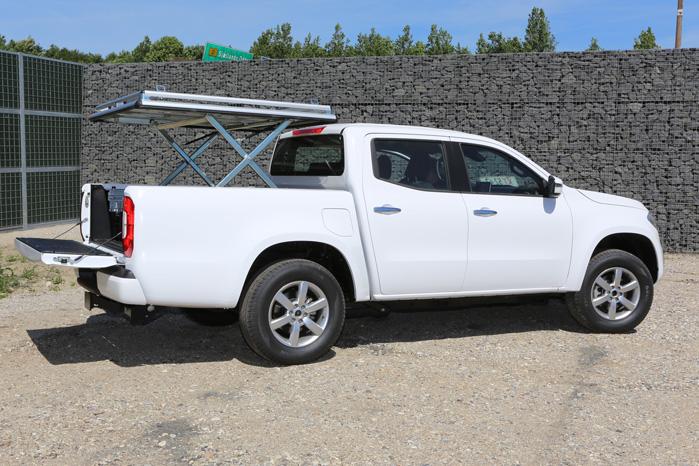 Låget kan fikseres i den ønskede højde, så du kan køre med lange genstande på taget af din pickup