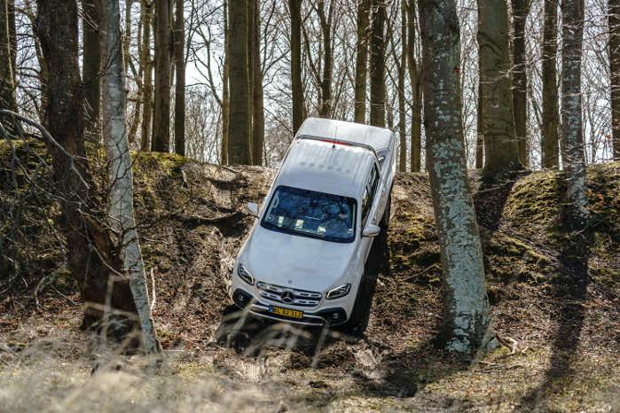 Mercedes X-Klasse var dystens luksusmodel, men den var udfordret i terræn