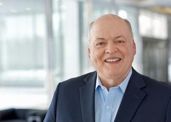 Ford CEO Jim Hackett hænger med en vis legemsdel i vandskorpen