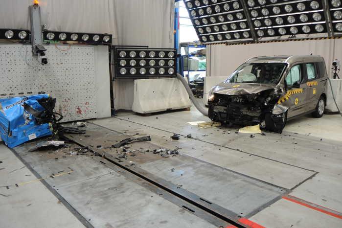 Bilens kabine forblev intakt efter det forntale møde med barriererne