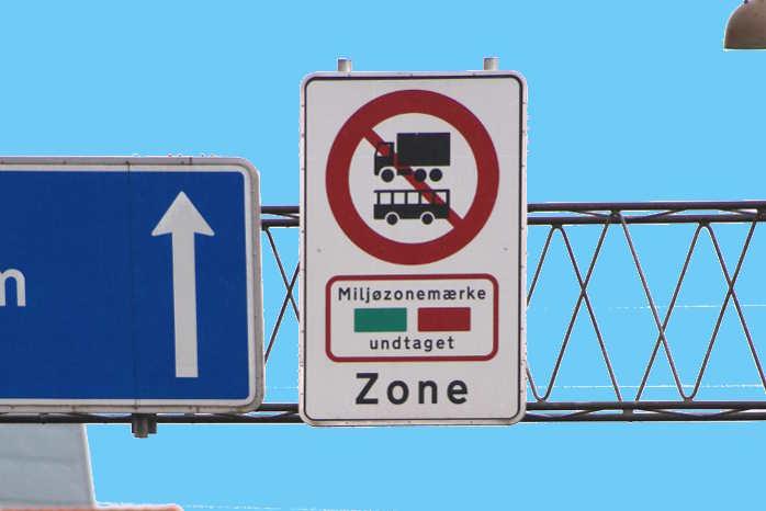 At få varebilerne med i miljøzonerne sammen med lastbilerne og busserne er ikke nok, lyder kritikken af regeringens luftudspil