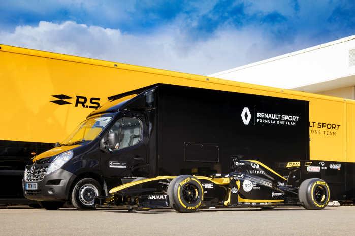 En Renault Master har nu taget en del af de opgaver, som før blev klaret af teamets 40-tons lastbiler