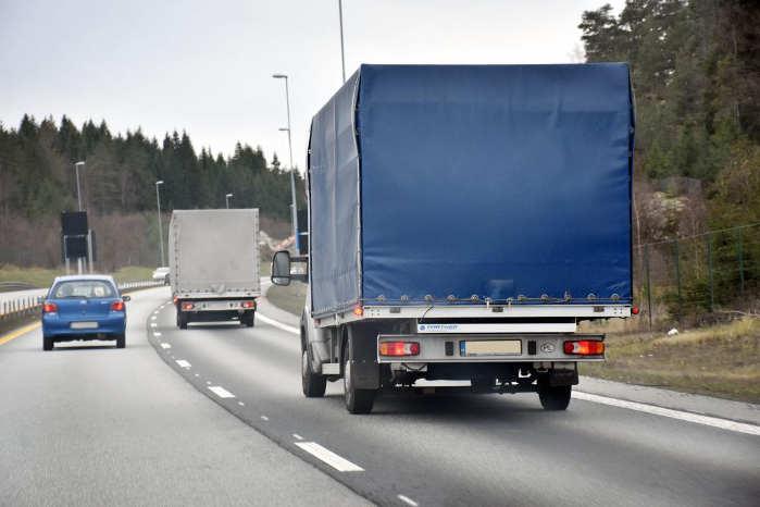 Store godsvarebiler med trætte chauffører truer sikkerheden på de norske veje, mener Norges Lastebileier-Forbund. Foto: Stein Inge Stølen