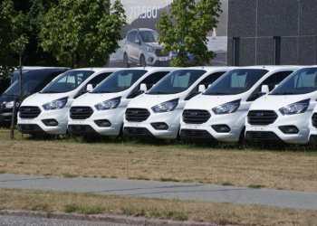 Ford Transit Custom har siden 2014 præsteret at holde en suveræn og vedholdende førerposition på det danske marked. Foto: Alt Om Varebiler