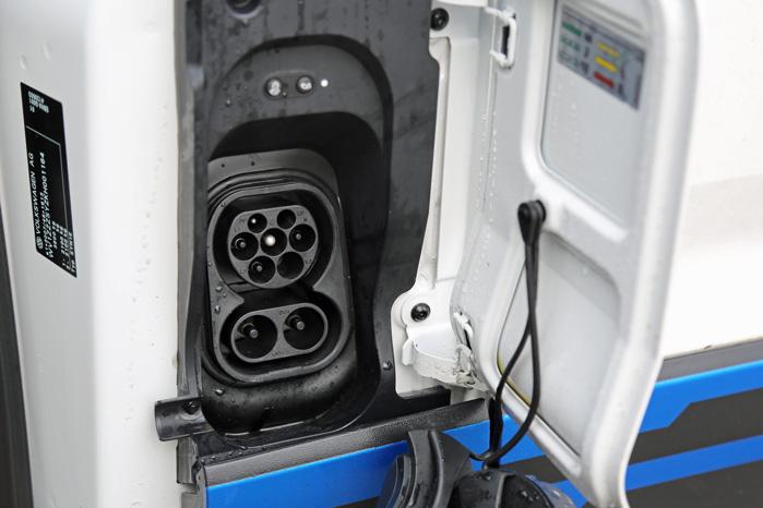 ChaDeMo og Type 2-stik samme sted som dieselpåfyldningen er placeret i dielsmodellen