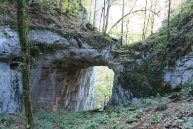 Pont de roche dans le bois de Beltzourti