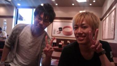 Yohei-san (pirang) dan Masanobu-san (hitam)