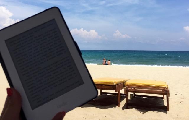reading-kindle-on-the-beach