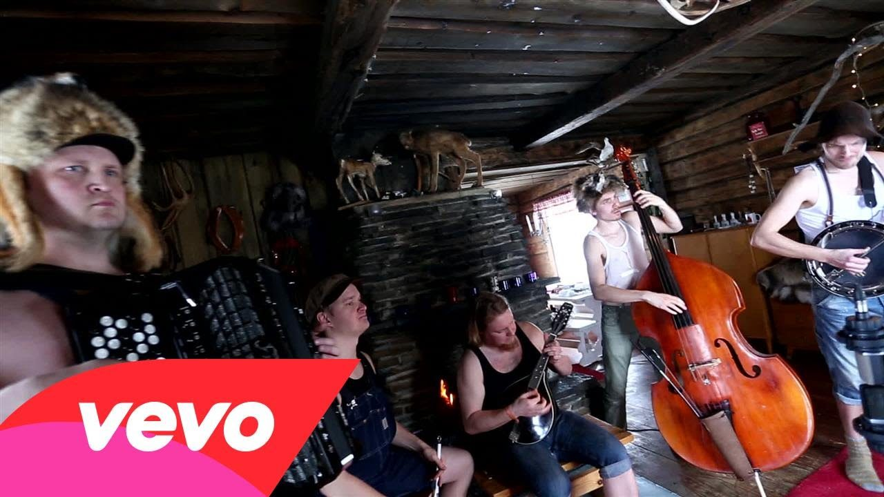 Steve 'n' Seagulls – Run To The Hills