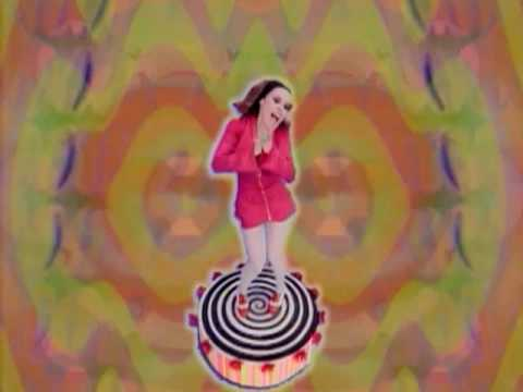 Deee-Lite – Groove Is In The Heart feat. Q-Tip