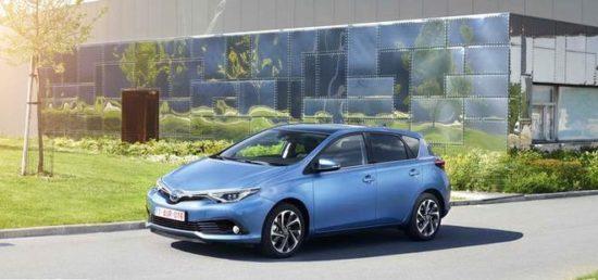 İlk kez Türkiye yollarına çıkacak Toyota Auris Hybrid'in fiyatı belli oldu.