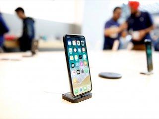 Eski telefonları yavaşlatan Apple'a 1 trilyon dolarlık dava