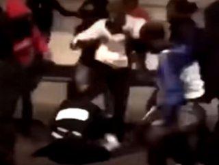 Fransa'da kadın polisi dövdüler