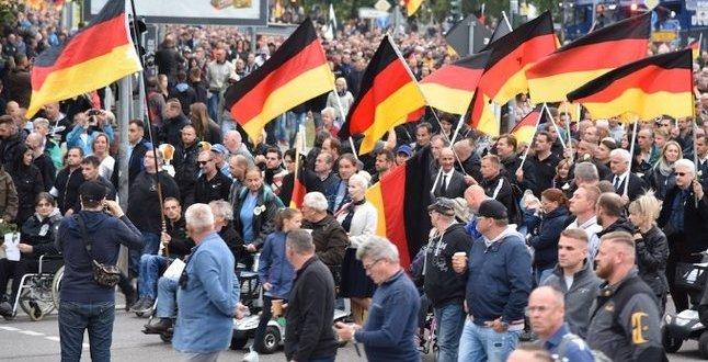Almanya, aşırı sağ ve nefret suçlarına karşı önlem paketi hazırladı .
