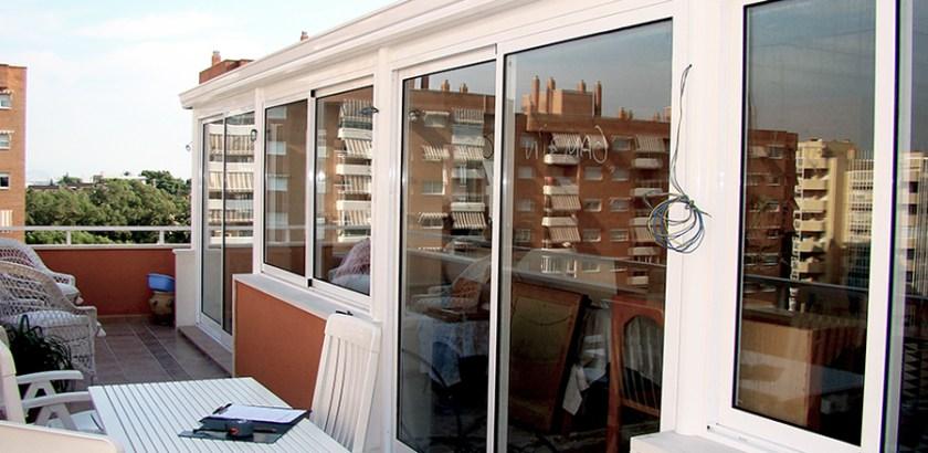 Cerramiento de aluminio para terraza de ladrillo de caravista - Cerrar terraza aluminio ...