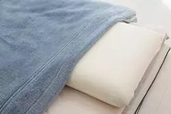 毛布は布団の「上」にかけるのが正解!? 賢い冬の布団のかけ方