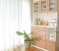 整頓された食器棚