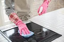 焦げや油汚れもスッキリ! IHコンロを清潔に保つためのお手入れ方法