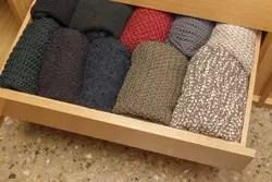 かさばるのが悩ましい! セーターの上手なたたみ方をチェックしよう