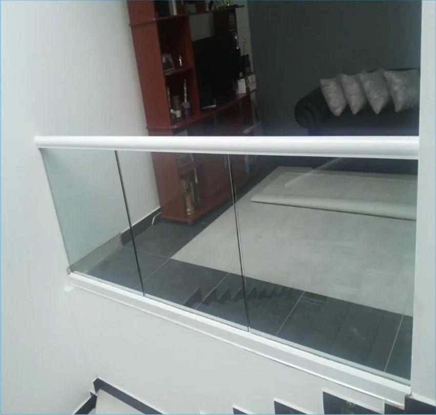 Pasamanos escaleras interiores affordable escadas for Pasamanos de madera para escaleras interiores