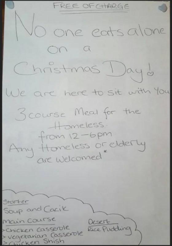 El propietario de un restaurante puso un letrero en vitrina mostrador de madera para la cena de Navidad y esto Impresionó al MUNDO.