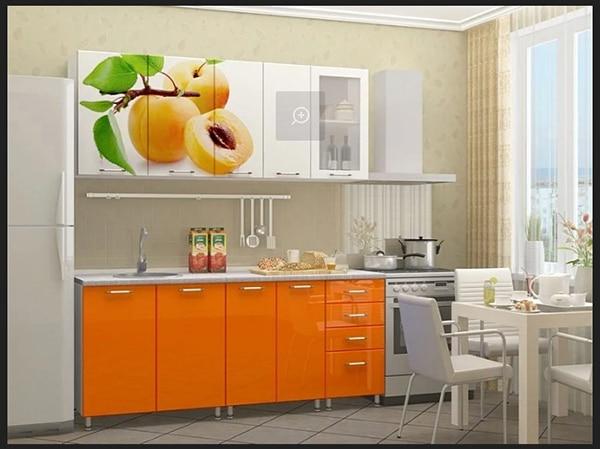 مطبخ لون ابيض مع لون الاورنج برسم جميل لصور مطبوعة علي ضلف المطبخ بالوان جديدة روعة في الجمال