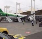 اشتعال اطار طائرة عراقية اثناء هبوطها في جدة