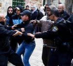 مركز أسرى فلسطيني: إسرائيل اعتقلت 420 شخصاً الشهر الماضي