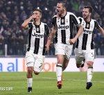يوفنتوس يضع قدما في نهائي كأس إيطاليا بثلاثية في شباك نابولي