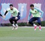 ميسي ونيمار وسواريز يعودون لتدريبات برشلونة